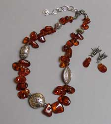 seed cut amber necklace